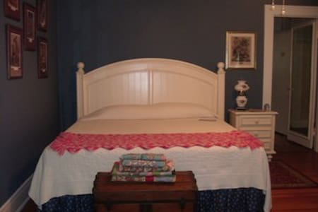 Enjoy Southern Charm & Hospitality - Elm City - Bed & Breakfast
