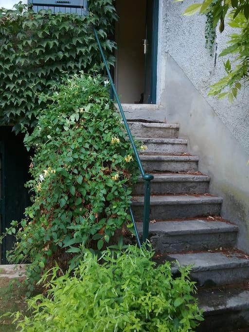 la montée d'escaliers de votre entrée privée.