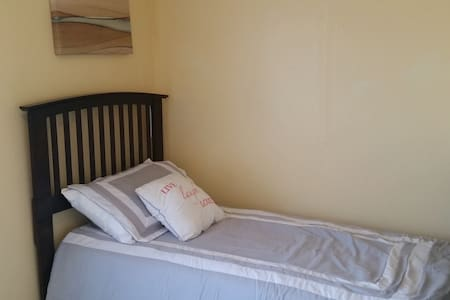 Small & Cozy Private Clean Bedroom - Worcester - Lejlighed
