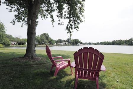 Waterfront Retreat/2 BR Get-Away w/Kayaks and Pier