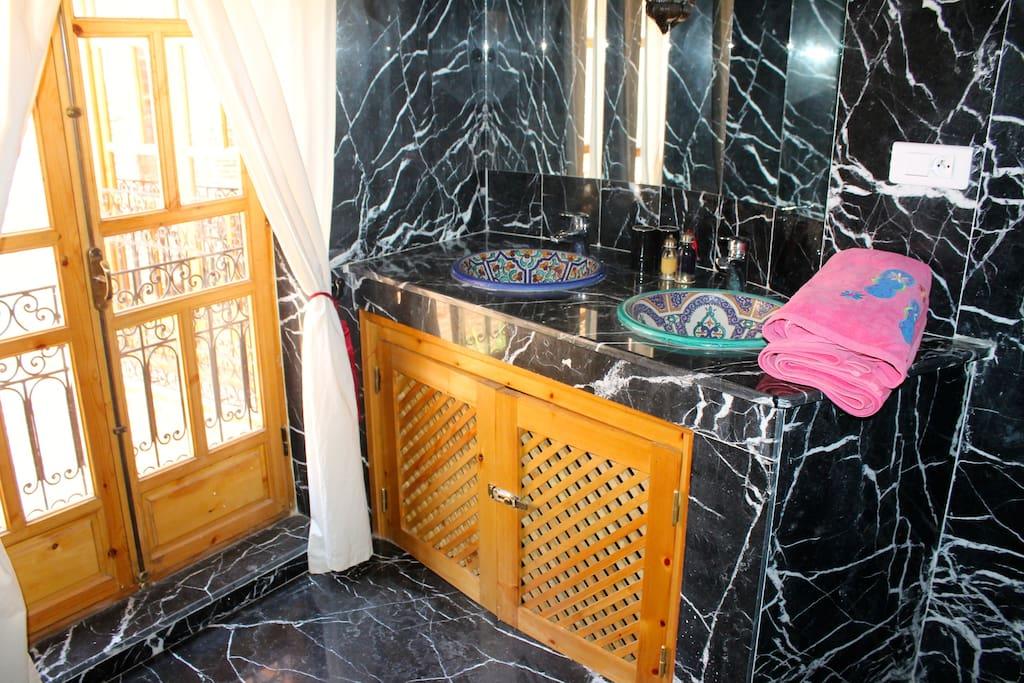 Salle de bain de marbre