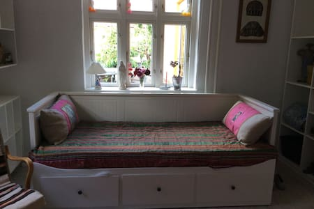 Cosy room in tranquil neighbourhood