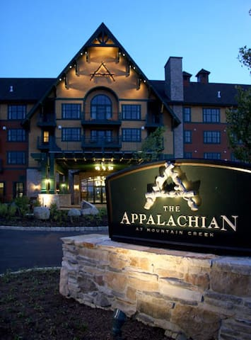 Appalachian Hotel/Condo Resort Mt. View 4th Floor - Vernon Township - Condominium