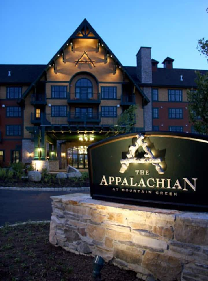 Appalachian TOP 4TH FLOOR Studio+ w/amazing views!