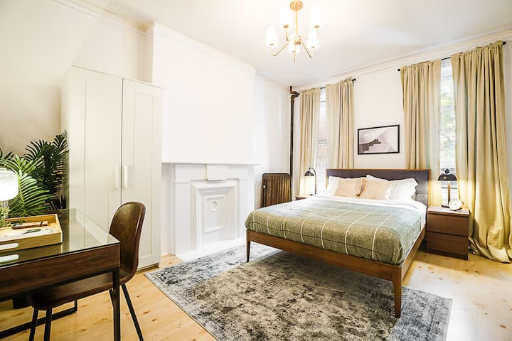 Hell's Kitchen Living with Fully-Funished Rooms