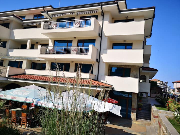 Comfortable apartment with a balcony near the sea