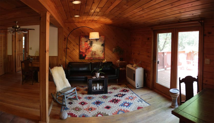 "Cozy ""Cottage Cortez"" - Saranac Lake - House"