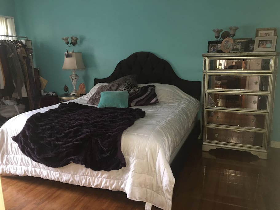 Eastern King size bed in the bedroom