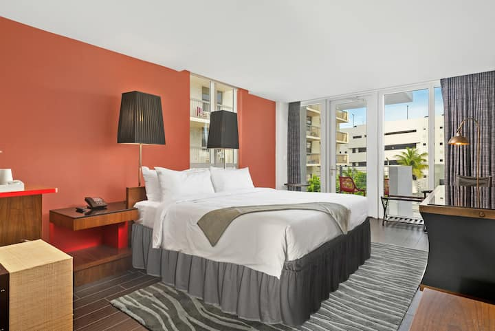 Balcony King Suite in Brand new South Beach Hotel