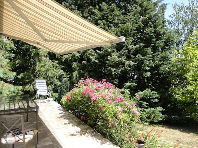 Grandes Chambres avec jardin,tv,Wi-Fi - Guérande - House