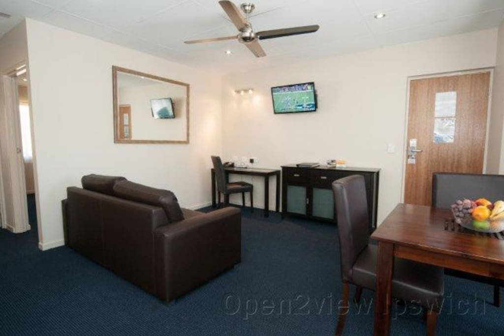 Spacious, 2 TV's with foxtel, Air-con; sofa lounge, stay a day or a week