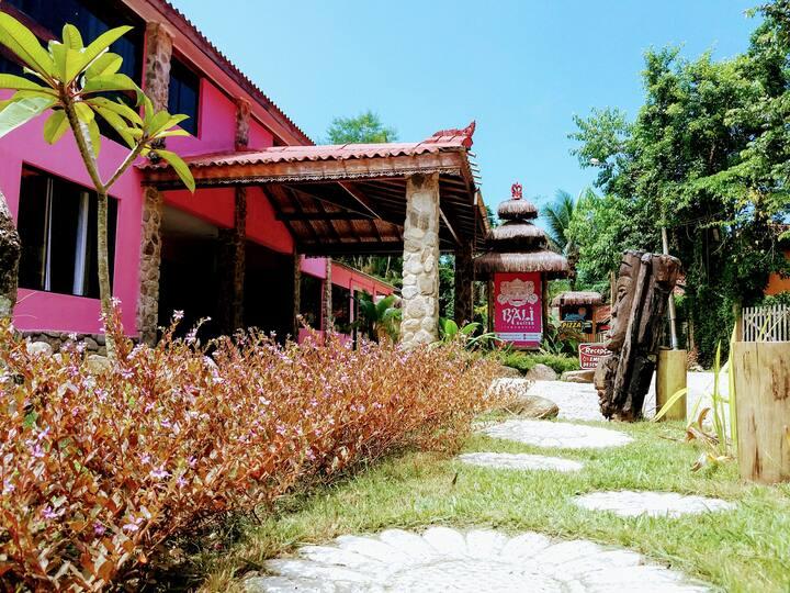 Pousada Bali Suites Itamambuca. Triplo com Varanda