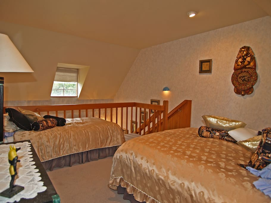 African - Upstairs with single & queen size bed