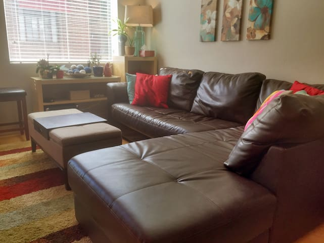 Cushy sofa, downtown Salt Lake City - Salt Lake City - Apartemen