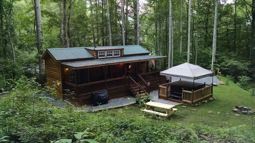 Mountain Cabin tucked in the woods - Уэйнсвилл