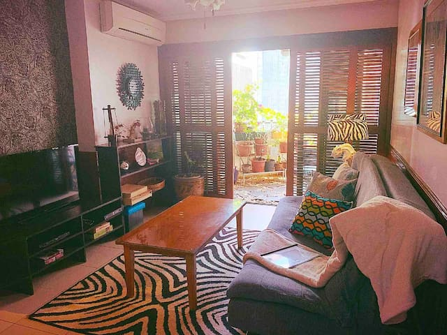 Makati Huge & Cozy Home w/Carpark in CBD; Netflix!