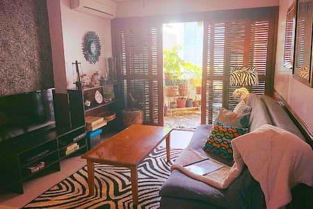 Makati Huge & Cozy Home w/Carpark in CBD; Netflix!