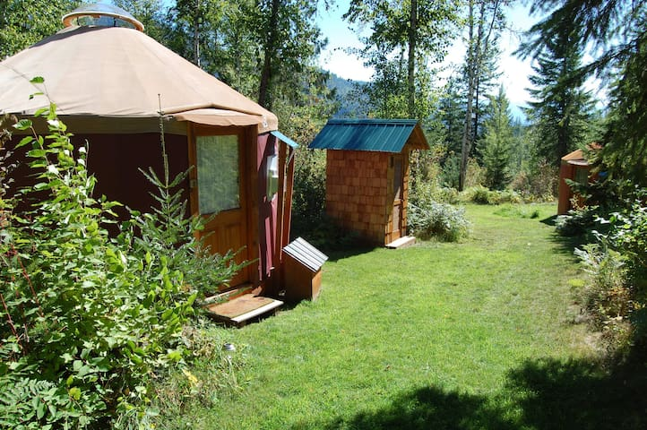 Mountain View Yurt (Purple sleeps 3 max) - Sandpoint - Jurte