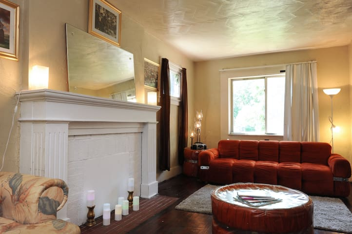 Mama's Place: Peaches and Sun Room - Detroit - Haus