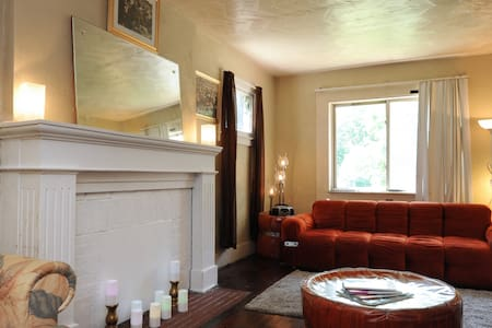 Mama's Place: Peaches and Sun Room - Detroit - Hus