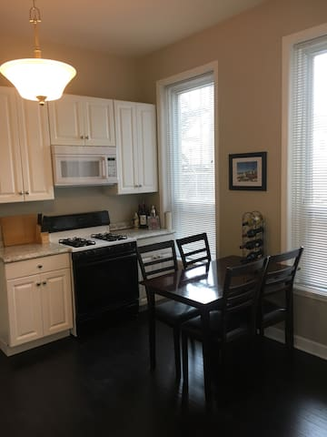 Great West Town 1 Bedroom!!