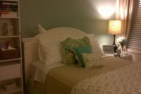 Cozy bedroom in private home - Duncan - Casa