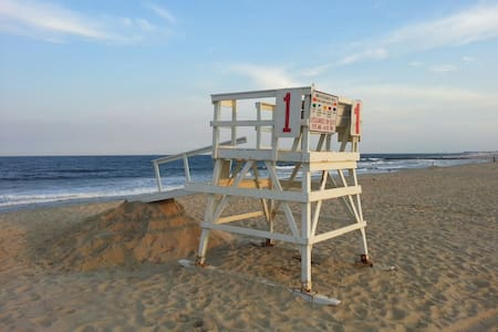 Serene Autumn Sea Girt Beach Oasis - Sea Girt