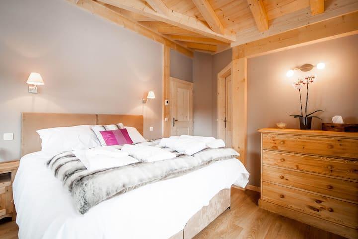 Room 4, double plus single or 3 singles