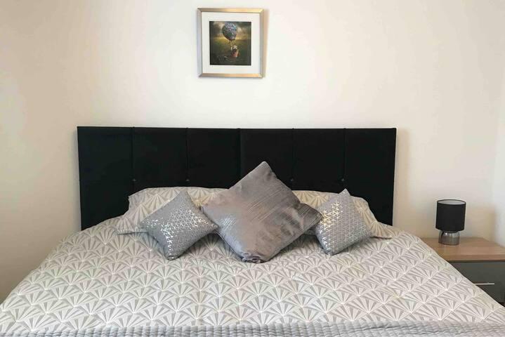 Super kingsize bed optionable