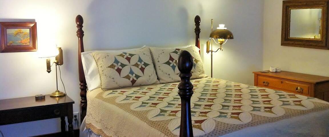 Edna'a Room Queen Bed