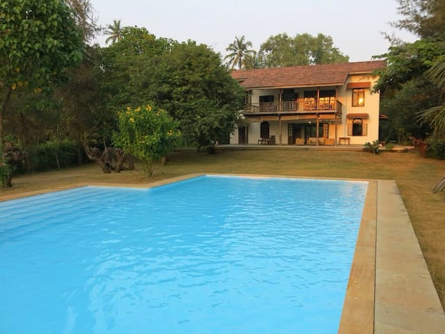 Luxury Holiday Villa with a pool - Alibag
