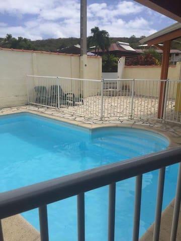 Petite maison avec piscine privée - Sainte-Anne - House
