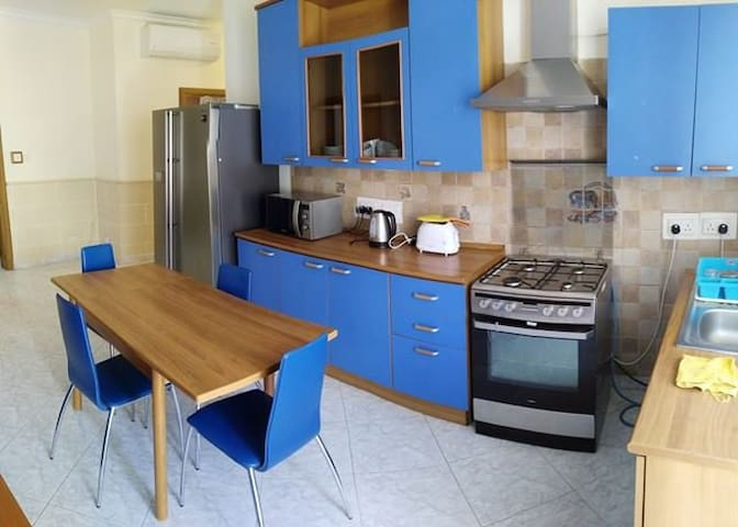 Single bedroom by Uni - Birkirkara