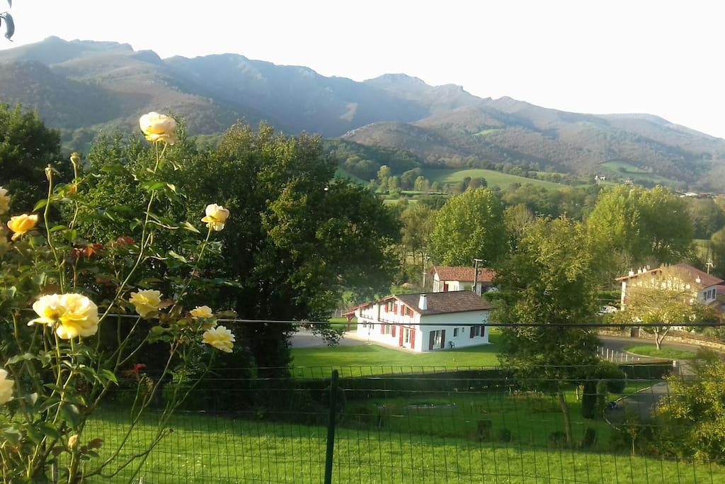 gite au coeur du pays basque pour 4 pers houses for rent in oss s aquitaine pyr n es. Black Bedroom Furniture Sets. Home Design Ideas