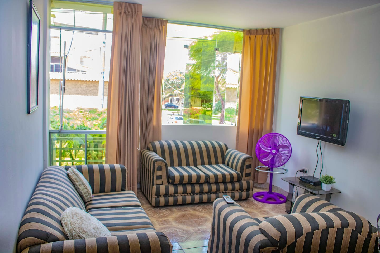 Muy bonito departamento ubicado en el segundo piso de nuestro edificio, muy bien ventilado y con una hermosa vista al parque de Santa Elena.