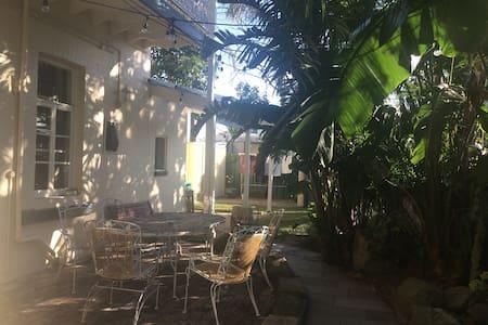 Victorian Terrace Getaway - Carrington - Casa