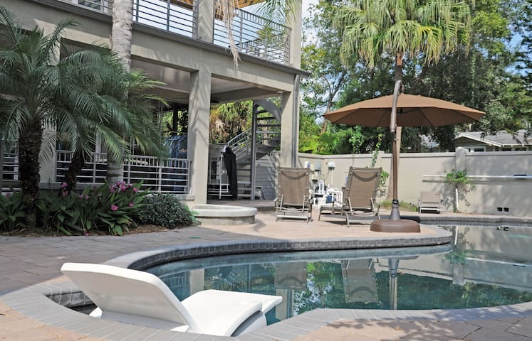 #1 PRIVATE SUITE W. BATH & BALCONY - Tampa - Huis