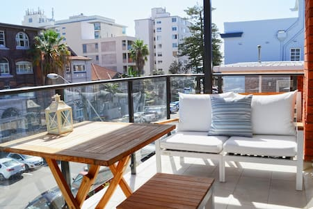 Perfect Beach Side Apartment In Manly