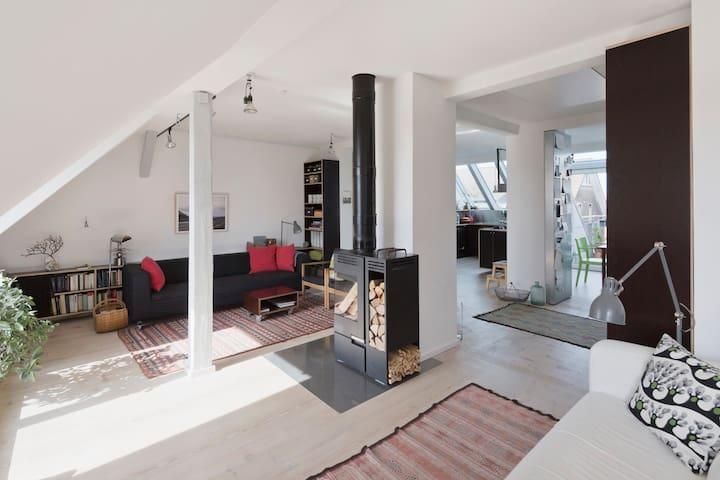 140 m² Dachgeschoss-Loft mit 3 Balkonen, ruhig