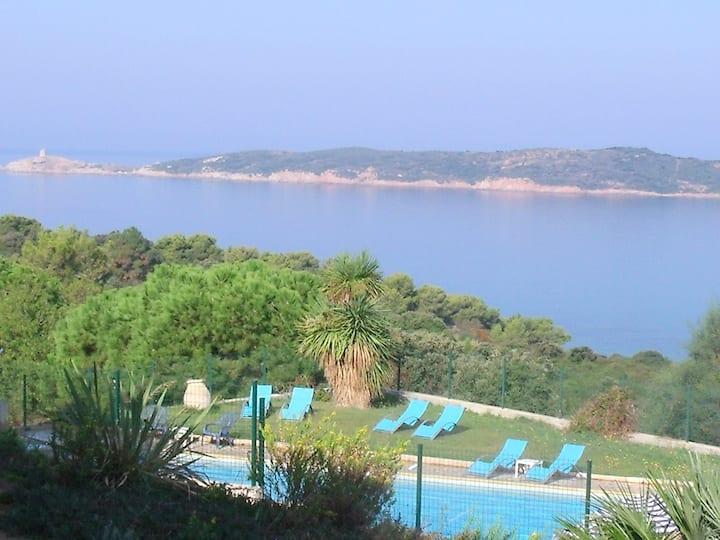 Appartement climatisé en résidence vue mer piscine