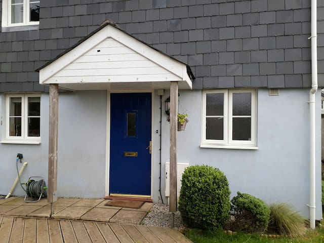 Two bedroom quiet, cosy house, dog friendly!