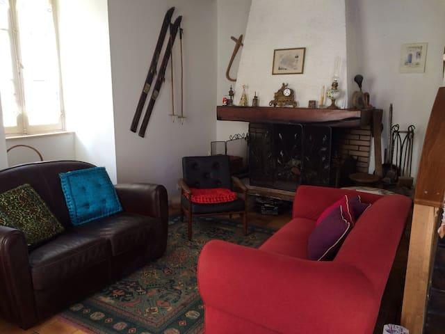 Maison de montagne dans village typique ariégeois - Massat - Byt