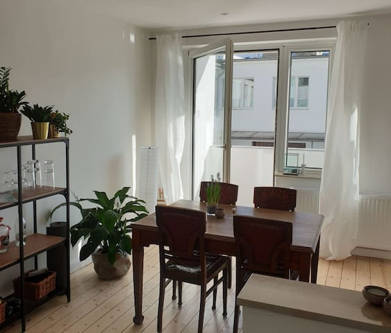 Cozy and bright apartment in heart of Düsseldorf