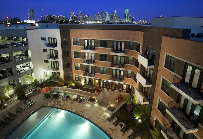 Condo 2 Design District near Downtown & Anatole