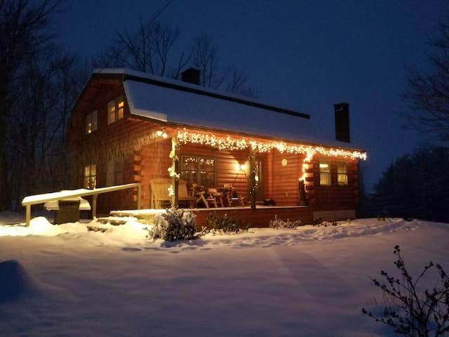 Large Log Home Overlooking Black Mt - Pets OK