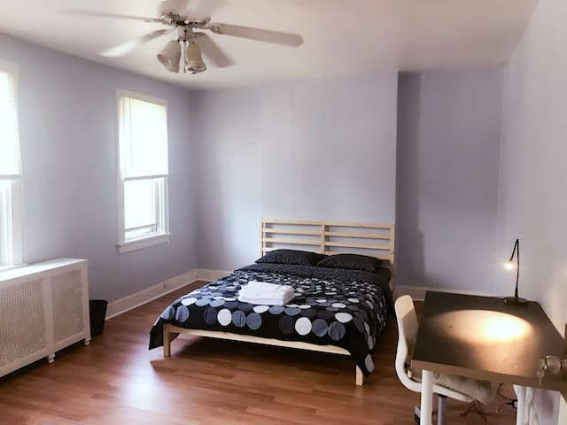 Cozy private bdrm nearby colleges & businesses B3