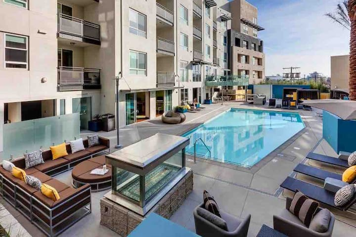 CLEAN & NEW Condo NEAR Disneyland Luxury 2BD/2BTH