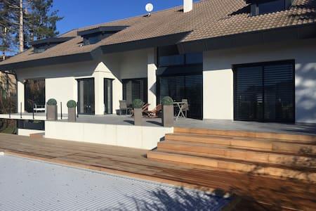 VILLA 250 m2, 10 p,PISCINE Chauffée - Annecy-le-Vieux