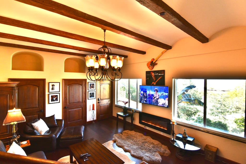 UHD TV & TiVo DVR, Fireplace, storage and Arches