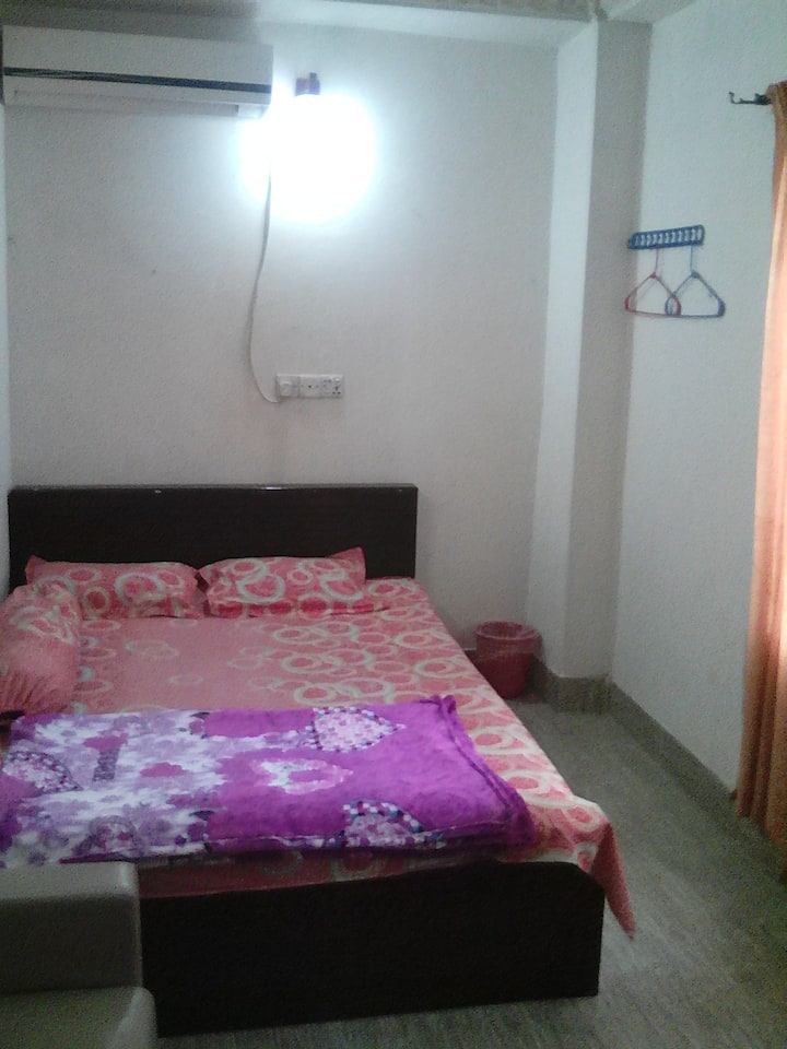 LUVA MANZI(Homestay private AC  room in 3rd floor)